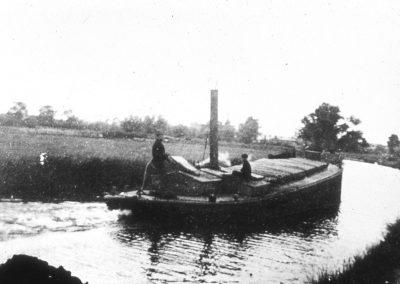 Barge above Sproughton Lock