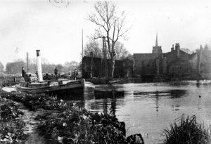 058 Bramford Lock & barge 'Trent River'
