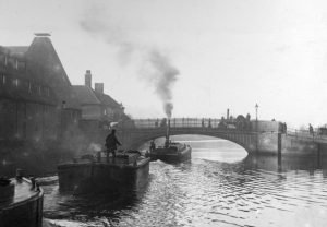 103 Stoke Bridge and barges