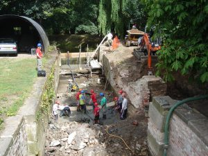 July 2009 Baylham Lock preparing the invert for concrete