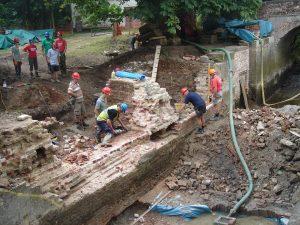 July 2009 Baylham Lock removing damaged brickwork